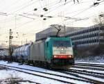 Reihe 2800/179540/die-cobra-2822-kommt-mit-einem Die Cobra 2822 kommt mit einem Kesselzug aus Belgien und fährt in Aachen-West ein bei Schnee am 8.2.2012.