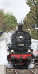 BR 38/36656/qualment-kam-die-38-2267-in-solingen Qualment kam die 38-2267 in Solingen Schaberg heute eingefahren . Sie war für das Müngstener Brückenfest 2009 als Sonderzug im Einsatz
