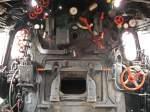 BR 51/36770/da-ist-noch-richtig-arbeit-gefordert Da ist noch richtig Arbeit gefordert , Führerstand der 51 724-3 im Südwestfälischen Eisenbahnmuseum Siegen am 24.10.09