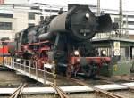 BR 52/36461/52-8106-auf-der-drehscheibe-aufgenommen 52 8106 auf der Drehscheibe, aufgenommen beim Lokschuppen fest in Siegen am 24.10.09