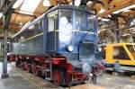 Lokportraits/35240/ein-rechtes-urvieh-im-wahrsten-sinne Ein rechtes Urvieh im wahrsten Sinne des Wortes war die V 140, denn sie war die 1. Großdiesellok auf deutschen Schienen. Hier steht sie 2007 im Museum in Freilassing.