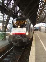 BR 182 Dispolok/52510/die-es-64-u2-001-von Die ES 64 U2 001 von MRCE dispolok mit ES 64 U2 034 con MRCE dispolok am 02.02.2010 vor einem IC in Köln Hbf.