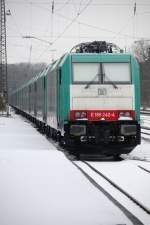 BR 186/51938/wie-ein-lindwurm-die-bereits-seit Wie ein Lindwurm: Die bereits seit etwas über 3 Monaten stehenden 15 BR 185 wurden am Mittwoch abend um 8 BR 186 'ergänzt'. Dabei wechselten die 185er auf Gleis 1 in Neuoffingen. (29.01.10)