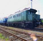 Lokportraits/34918/die-normalausfuehrung-der-e-44-die Die Normalausführung der E 44, die die erste laufachslose E-Lok darstellte. Koblenz-Lützel 2006