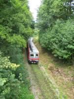 Eisenbahn-Romantik/34302/mitten-durch-den-wald-und-einer Mitten durch den Wald und einer doppelten S-Kurve sowie einer sehr ordentlichen Steigung