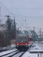 br-628-----928/54289/die-br-628-672-fuhr-am Die BR 628 672 fuhr am 15.02.2010 durch Köln Messe/Deutz. Im hintergrund die Hohenzollernbrücke und der Kölner Dom.
